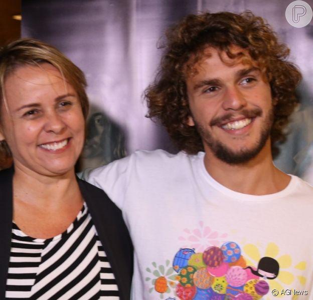 Theo, filho de Giulia Gam e Pedro Bial, acompanhou a mãe na pré-estreia do filme 'Vazante', na noite desta terça-feira, 31 de outubro de 2017, no Rio de Janeiro