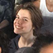 Curtíssimo: Alice Wegmann aparece em foto com os fios acima do ombro. Confira!