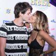 Bruno Guedes troca beijos com a namorada, Jade Seba