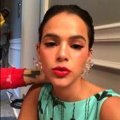 Bruna Marquezine recupera mala perdida em Uber e elogia motorista: 'Honesto'
