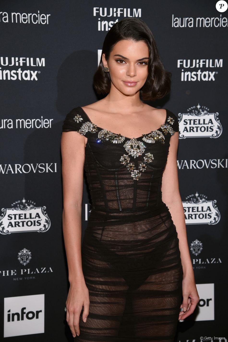 O Tecido Fino Do Vestido De Kendall Jenner Revelou A