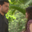 Gustavo (Carlo Porto) e Cecília (Bia Arantes) se encontram em praça e ele pergunta se ela está feliz com sua decisão, mas a professora é irônica ao respondê-lo, na novela 'Carinha de Anjo'