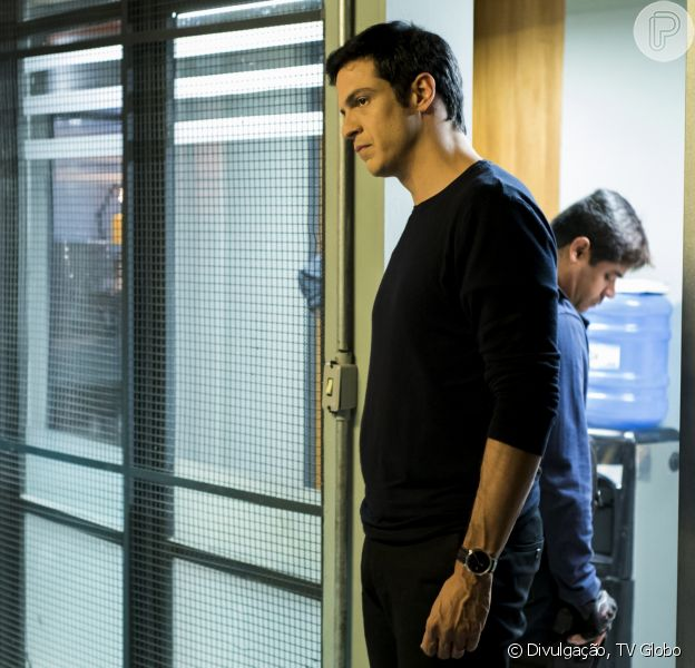 Na novela 'Pega Pega', Eric (Mateus Solano) sairá da prisão graças ao pagamento de sua fiança, mas enfrentará problemas financeiros no capítulo que vai ao ar na quarta-feira, 22 de novembro de 2017