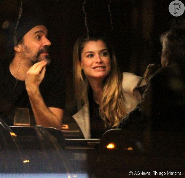 Alinne Moraes e o marido, Mauro Lima, jantaram com Caetano Veloso em um sushi bar no Rio, na quinta-feira, 9 de novembro de 2017
