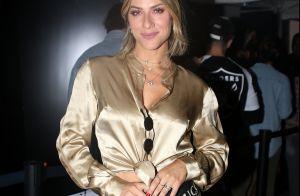 Giovanna Ewbank usa pochete Gucci de R$ 4,2 mil em exposição de arte. Fotos!