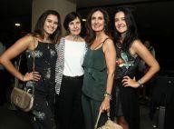 Fátima Bernardes vai com as filhas, Laura e Beatriz, e a mãe, Eunice, ao teatro