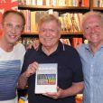Boni prestigiou o lançamento do livro 'A Biografia da Televisão Brasileira', de José Armando Vanucci e Flavio Ricco, na Livraria Travessa, no Leblon, Zona Sul do Rio de Janeiro