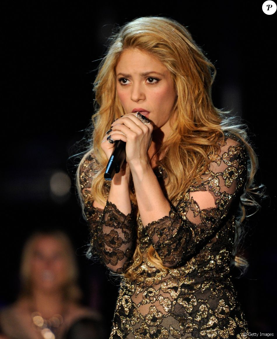 Shakira interrompe turnê na Europa por hemorragia em corda vocal