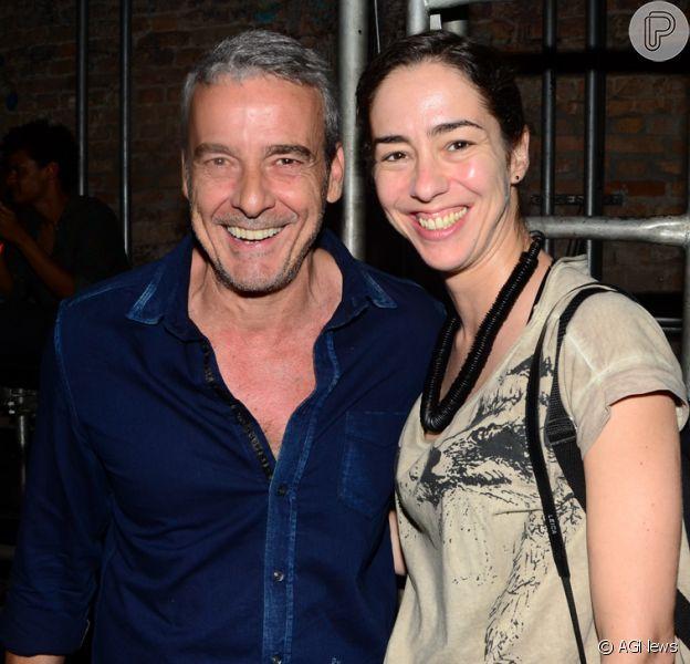 Alexandre Borges vai acompanhado com morena em peça de teatro