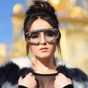 Larissa Manoela repete óculos usados por Marquezine e ironiza: 'Metalúrgica'