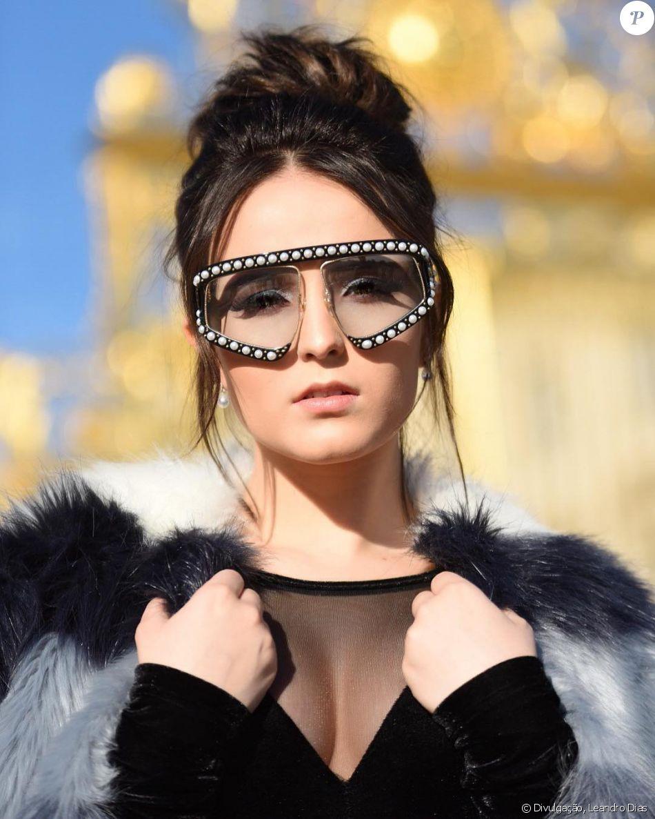 65e9d085a395c Larissa Manoela repete óculos usados por Marquezine e ironiza ao ver  comentário de Whindersson Nunes em