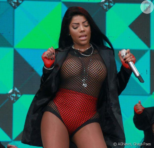 Ludmilla deixa os seios à mostra ao usar body transparente em show no Rio de Janeiro, em 19 de novembro de 2017