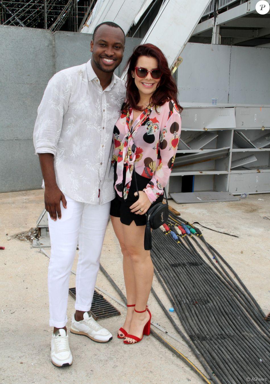 Fernanda Souza exibiu o novo visual ao lado do marido, Thiaguinho, neste domingo, 19 de novembro de 2017