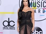 Demi Lovato exibe tomara que caia e cabelão no AMA 2017. Veja mais looks!
