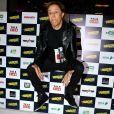 Tom Cavalcante se diverte em pré-estreia e imita 'sarrada no ar'