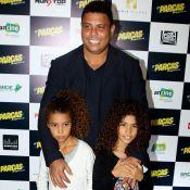 Noite em família! Ronaldo e Zezé Di Camargo levam filhas a pré-estreia. Fotos!