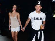Romance de ex-BBB e amigo de Neymar é elogiado por cantor: 'Emilly, pode casar'