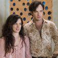 Gael (Sergio Guizé) se aproxima de Clara (Bianca Bin) depois que ela volta para Palmas, na novela 'O Outro Lado do Paraíso'
