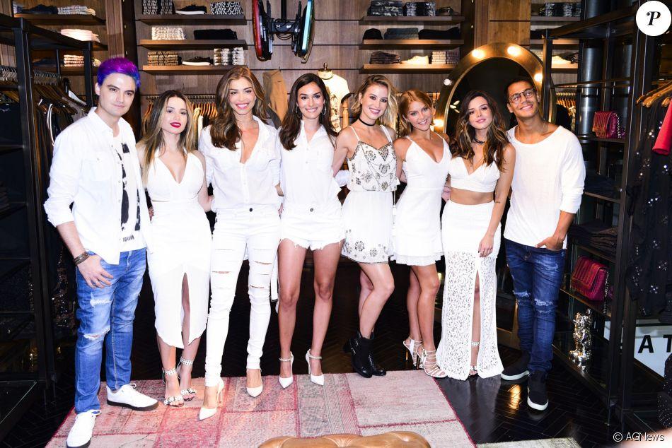 Grazi Massafera se reúne com famosos em lançamento da coleção de Réveillon da marca John John, na Rua Oscar Freire, em São Paulo, na noite desta segunda-feira, 4 de dezembro de 2017