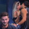 'A Fazenda': ex-affair de Marcos, Ana Paula beija Matheus em festa. 'Te amo'