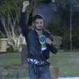 Em 'A Fazenda', Marcos Härter comemora ida à final do reality com bandeira do Brasil estampada no peito