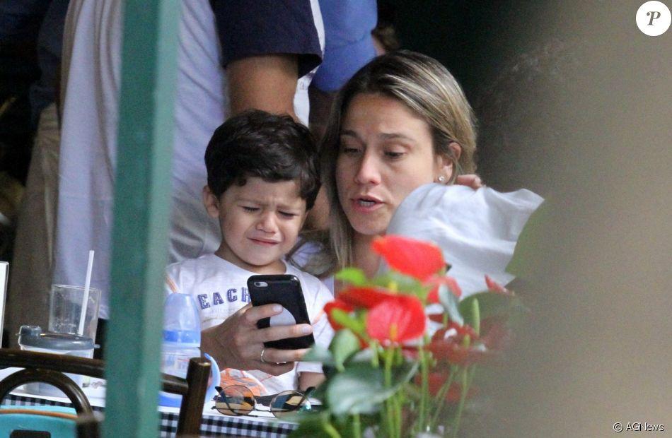 Fernanda Gentil passeia em família com filho, Gabriel e namorada, Priscila Montandon, nesta quarta-feira, dia 06 de dezembro de 2017