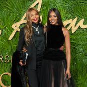 Mãe de Naomi Campbell chama atenção por beleza e semelhança com filha em evento