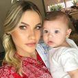 'Delícia de neném', escreveu Andressa Suita ao mostrar o vídeo em seu Instagram Stories