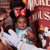 Deborah Secco curte férias com a filha, Maria Flor, e marido na Disney: 'Sonho'