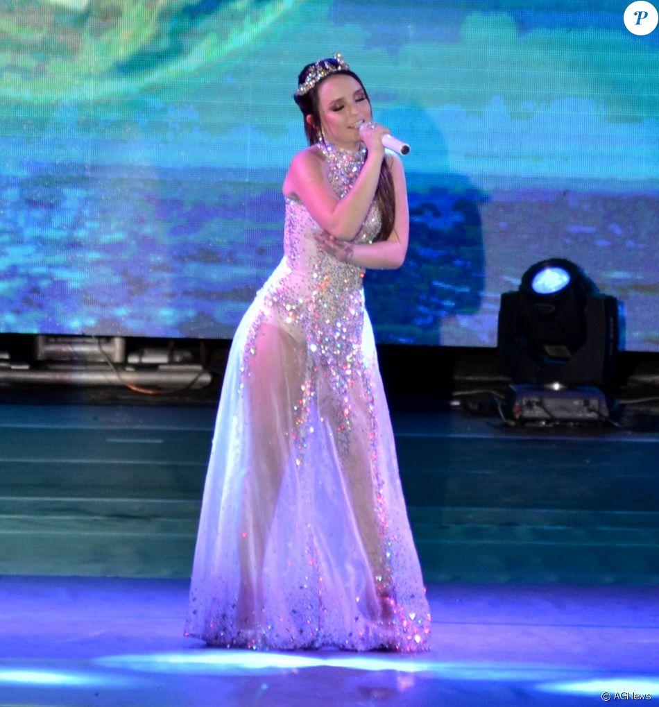 a269c675e8e99 Larissa Manoela investiu em um body branco para o show - Purepeople