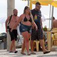 Marília Mendonça aproveita dia de folga com amigos em praia no Rio de Janeiro nesta segunda-feira, dia 11 de dezembro de 2017