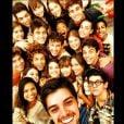 Rodrigo Simas junta a turma de jovens de 'Malhação' para uma foto e posta em seu Instagram, em 29 de janeiro de 2013