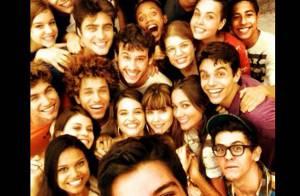 Rodrigo Simas consegue reunir elenco jovem de 'Malhação' em uma foto só