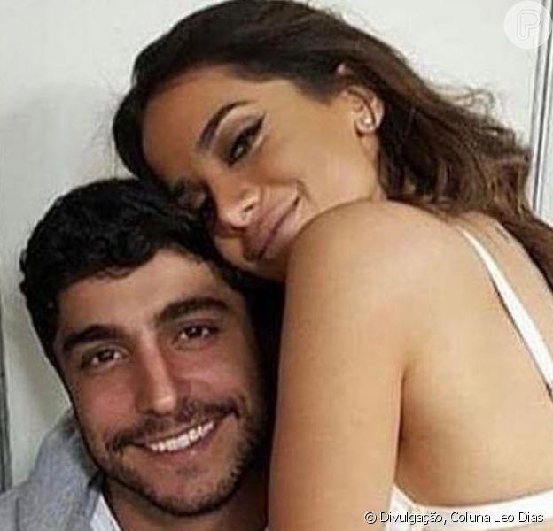 Anitta e marido, Thiago Magalhães, se casaram vestindo branco. Veja foto publicada nesta quarta-feira, dia 13 de dezembro de 2017
