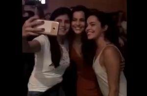 Emilly Araújo é tietada em show de samba e ganha elogios: 'Merecedora!'. Vídeo!