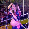 Ivete Sangalo voltou a exibir o barrigão em show, assim como fez no Carnatal