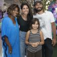Bela Gil compareceu à festa das filhas de Gloria Maria