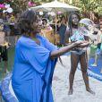 Gloria Maria brincou com bolha de sabão na festa de aniversário das filhas