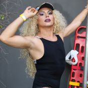 Silvero Pereira surge de drag queen em show de Pabllo Vittar, em São Paulo
