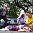 Abalada por Cecília (Bia Arantes) deixar Doce Horizonte após abandonar o hábito, Dulce Maria (Lorena Queiroz) corre na rua em frente a casa da ex-noviça e é atropelada