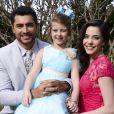Gustavo (Carlo Porto) e Cecília (Bia Arantes) querem morar com Dulce Maria (Lorena Queiroz) após se casarem, na novela 'Carinha de Anjo'