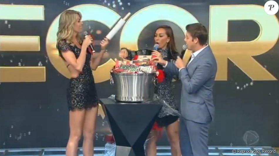 Ana Hickmann dá mala de R$ 6 mil, ganha kit para bolo e web zoa: 'Amigo-oculto raiz'
