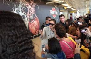 Ivete Sangalo é recebida por fãs ao desembarcar para o Rock in Rio Lisboa