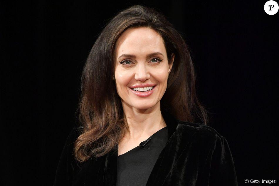 Angelina Jolie decidiu retirar os seis filhos da escola e colocá-los para estudar em casa com tutores
