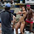 O jornal inglês descreveu parte do clipe 'Vai Malandra': 'A estrela dançando com um biquíni minúsculo em um telhado inundado'