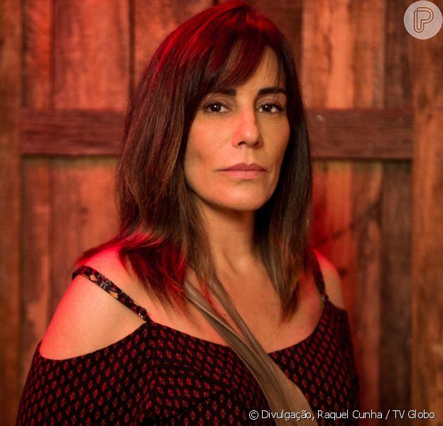 Acreditando que Clara (Bianca Bin) matou Laerte (Raphael Vianna), Duda (Gloria Pires) resolve assumir a autoria do crime para protegê-la, no capítulo que vai ao ar segunda-feira, dia 8 de janeiro de 2018, na novela 'O Outro Lado do Paraíso'