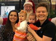 Thais Fersoza e Michel Teló levam Melinda e Teodoro para conhecer o Papai Noel