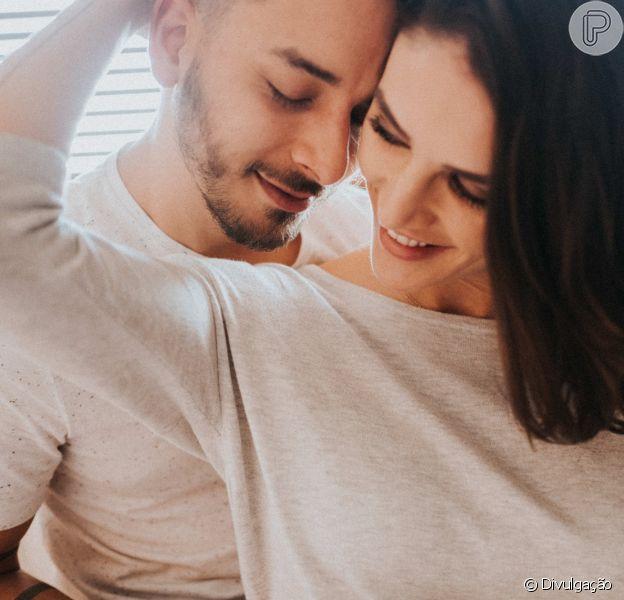 Junior Lima e Monica Benini beijam o filho, Otto, de 3 meses, em clique raro compartilhado nesta segunda-feira, 25 de dezembro de 2017