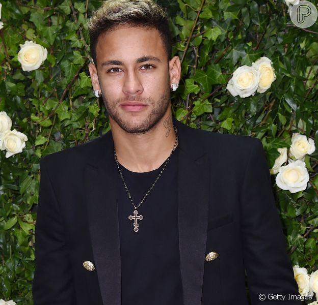 Neymar admite beijo em angel da Victoria's Secret e choro por amor em vídeo para o canal do youtuber Matheus Mazzafera publicado nesta quarta-feira, dia 27 de dezembro de 2017