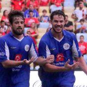 José Loreto e Rafael Cardoso homenageam filhos em jogo de futebol. Veja fotos!